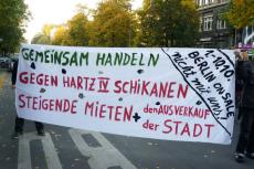 9.10.2010 - 1000-Zäune-Demo mit Berlin-on-Sale-Transpi